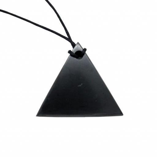 Colgante triángulo de shungit