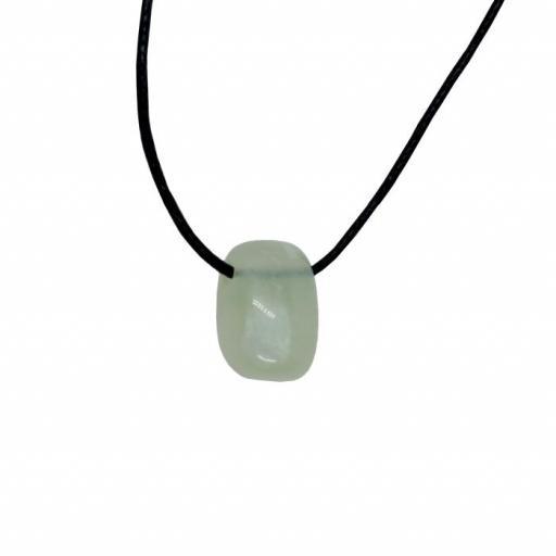 Colgante mineral perforado de jade [0]