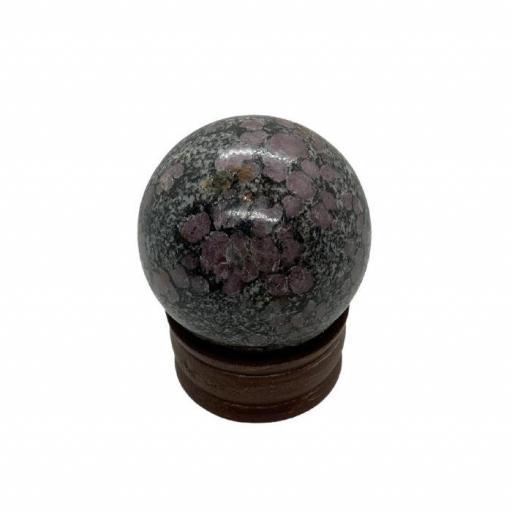 Esfera mineral de rubí