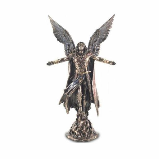 Figura del Arcángel Uriel