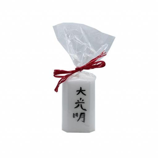 Vela artesanal con símbolo Dai Ko Myo