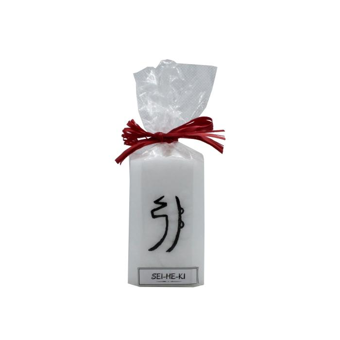 Vela artesanal con símbolo Sei He Ki