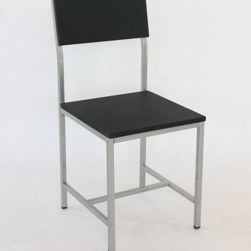 Juego de Mesa de bar con 4 sillas. [2]