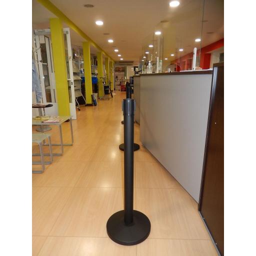 Poste separador con cinta extensible co-poste negro [3]